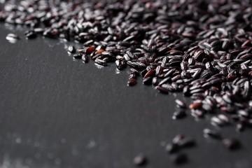 Arroz vermelho e arroz negro são ricos em fitoquímicos, mas nutricionalmente não diferem muito do branco integral
